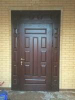 Установка металлических дверей с массивом дерева