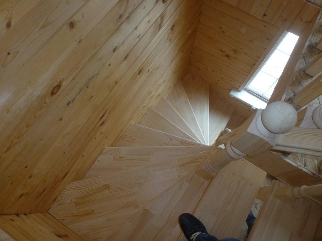 Открытая винтовая лестница материал сосна